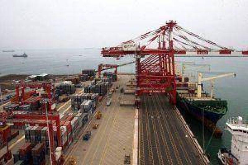 Portuarios inician negociación salarial y levantan paro