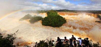 Baja el agua en Cataratas y esperan abrir un circuito este miércoles