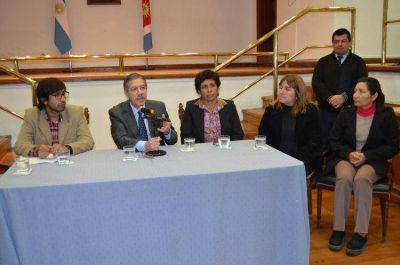 El gobierno de la provincia entregó semillas e insumos a organizaciones campesinas