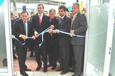 Randazzo inauguró la oficina de Migraciones y anunció más trenes de Varela a Constitución