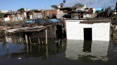 Fueron evacuadas 800 familias por las crecidas de los ríos Paraná, Iguazú y Paraguay