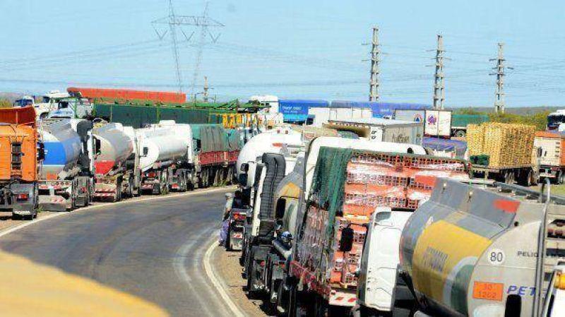 Camioneros amenazan con paro nacional de 48 horas este mes