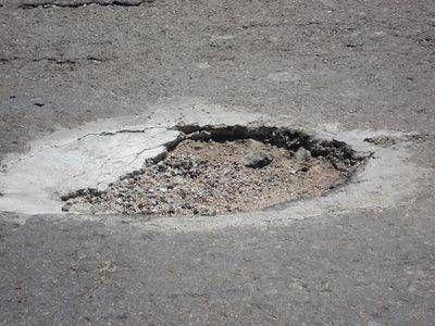 Bruera le debe pagar por un pozo que rompió su auto