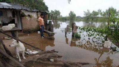 Hay unas 800 familias evacuadas por la crecida del Paraná en Chaco, Corrientes y Misiones