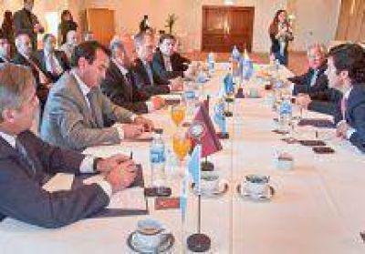 Insfrán se reúne con la OFEPHI y el ministro De Vido por la ley petrolera