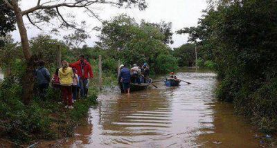 Jóvenes canarios ayudan a inundados