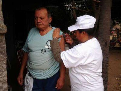 PAMI vacuna contra la gripe a autoevacuados en Puerto Vilelas