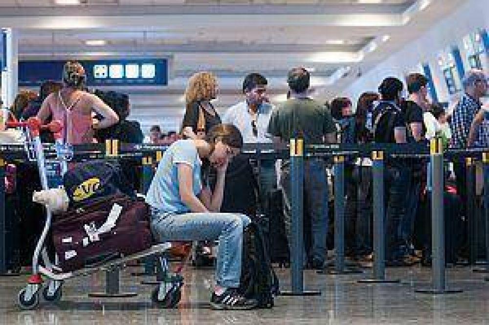 Amenaza huelga de controladores aéreos con afectar todos los vuelos