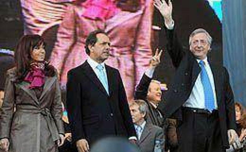 En su cierre de campa�a, Kirchner atac� a Uni�n PRO y defendi� las estatizaciones