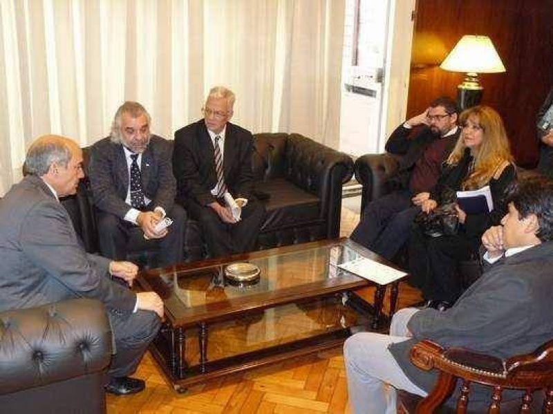 Autoridades educativas visitaron al Vicegobernador Segura