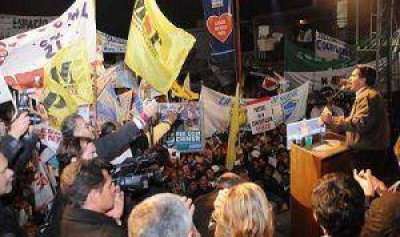 Con ventajas en encuestas Jorge Capitanich cerr� la campa�a del Chaco Merece M�s en Barranqueras