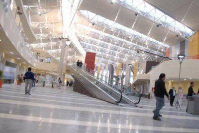 Un policía se tiroteó con cuatro personas en la Terminal de Ómnibus