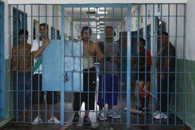 COMODORO: ORDENAN LIBERAR A 17 PRESOS POR HACINAMIENTO EN LAS COMISARÍAS