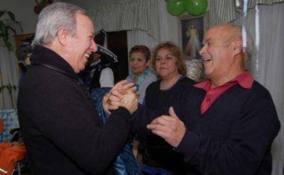 Ministerio de Desarrollo Social entregó pensiones y materiales a adultos mayores