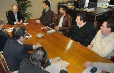 El gobernador firmó convenios de apoyo estatal para emprendimientos industriales
