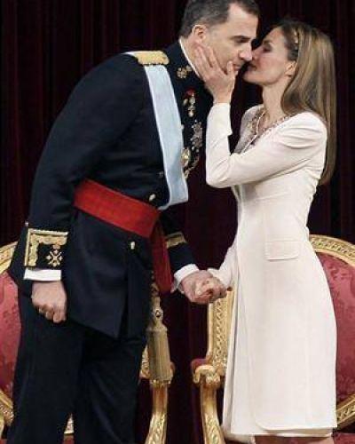 Felipe VI asumió y prometió una casa real
