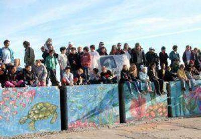 M�s de un centenar de personas limpiaron un sector de la playa