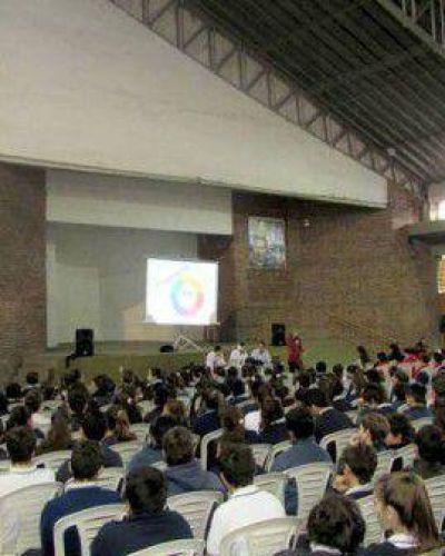 """El Municipio continúa dando charlas sobre """"ciberbullying"""" en escuelas"""
