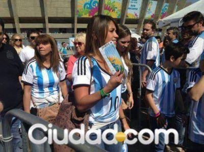 ¡Foto y video! Antonella Roccuzzo, la mujer de Lionel Messi: una diosa en la tribuna