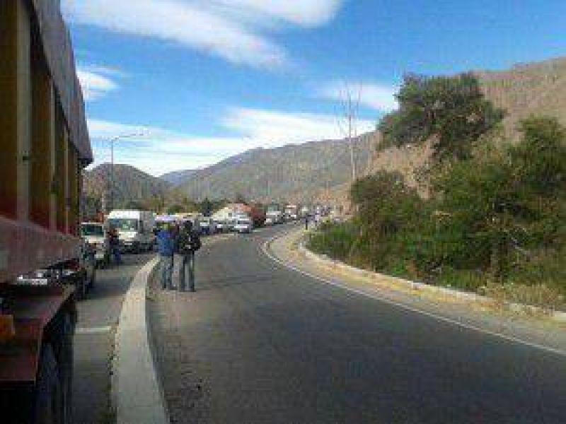 Crisis institucional en Jujuy: tras el caos de ayer, el gobierno de Fellner convocó para hoy a la Intersindical y al Frente de Gremios Estatales