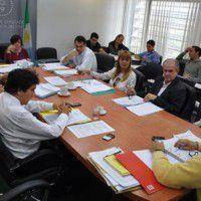 Despacho favorable a la obligatoriedad de informar costos de operaciones en cajeros