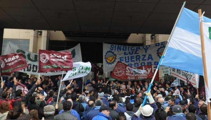 Empleados municipales y de Epec marchan a Tribunales