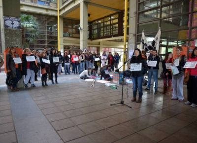 UNSL: docentes, con el apoyo de alumnos, marcharon en reclamo de aumento salarial