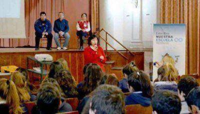 Presentación de la Cruz Roja en Escuela Normal