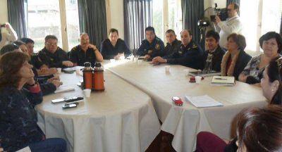 Realizan reunión para coordinar acciones en niñez y violencia familiar