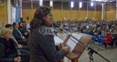 Lucía instó a trabajar para revertir situaciones de violencia en la escuela