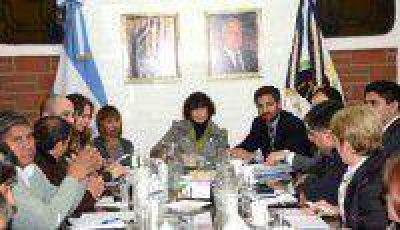 La Ministra de Educación se reunió con los gremios docentes nucleados en el FGE