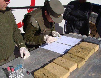 Gendarmería secuestra más de 8 kilos de cocaína a dos bolivianos