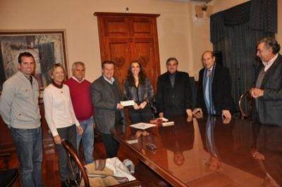 La Gobernadora entregó ayuda al Club de Golf de Santiago del Estero