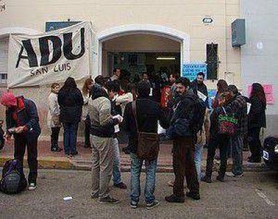 Docentes universitarios tomaron el Ministerio de Trabajo de la Nación