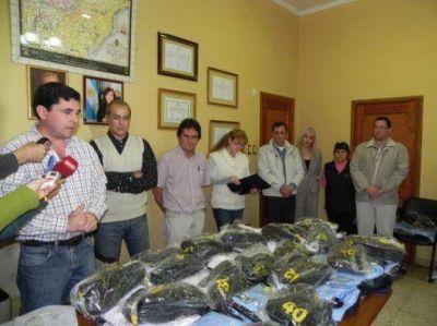 Entregaron ropa y equipos laborales para municipales