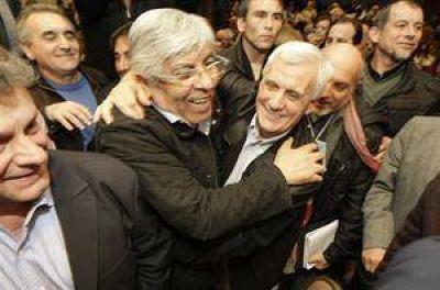 Convocados por la Iglesia, Moyano y Caló volvieron a los abrazos
