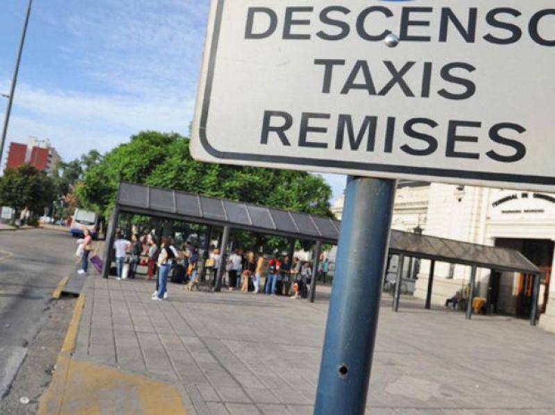 Fuerte cr�tica de los taxistas a la iniciativa de los remiseros de tener paradas fijas
