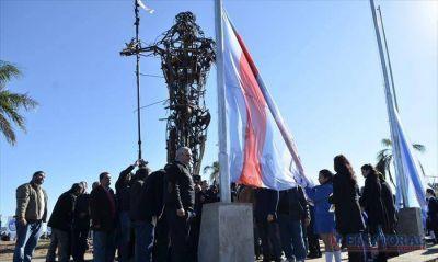 Tras las polémicas, Andresito tiene su monumento y la Capital su bandera