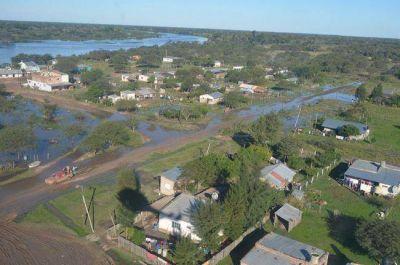 Amplio despliegue del gobierno ante avance de las aguas que amenaza inundar a Payagua