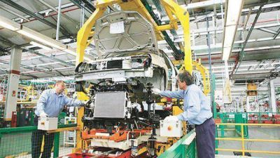 Por el derrumbe automotor, la industria volvi� caer en mayo y acumula un retroceso del 3,8%