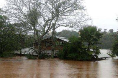 Gendarmería y Prefectura asisten a los damnificados por las inundaciones