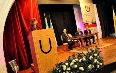 La profesora María Delfina Veiravé asumió como rectora de la UNNE