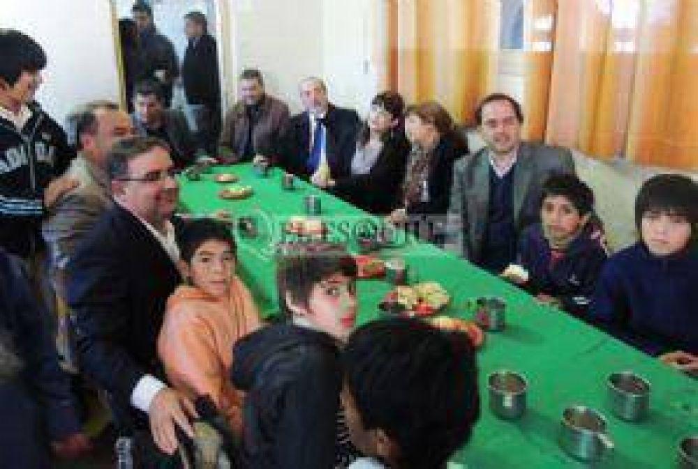 Mera y Jalil recordaron a Perón junto a los niños del Hogar Escuela