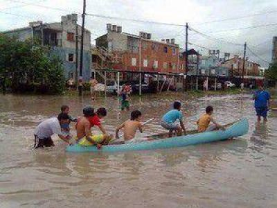 Jóvenes recolectan donaciones para inundados en el noreste argentino