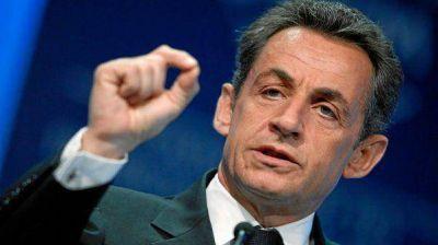 Nicolas Sarkozy rechaz� las acusaciones y denunci� un