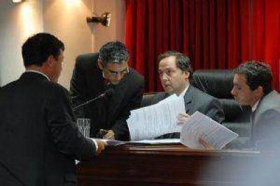 Duro cruce entre senadores del FV y el FCyS