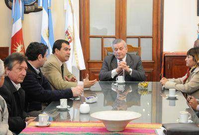 El Intendente Infante recibió la visita del ministro Gelid y comisionados municipales