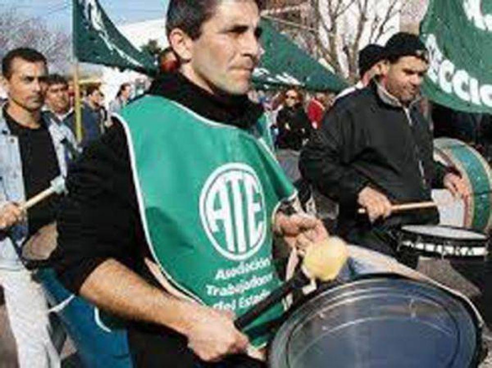 Marcharon trabajadores de ATE, Judiciales y Cicop de Zárate, hacia La Plata