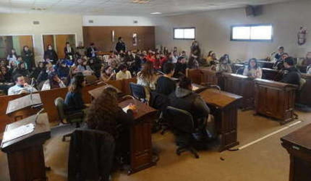 Más de 100 estudiantes visitaron el Concejo