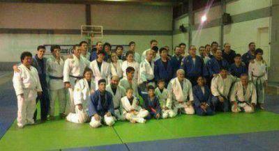 Formoseños en campo de entrenamiento de Judo para ciegos